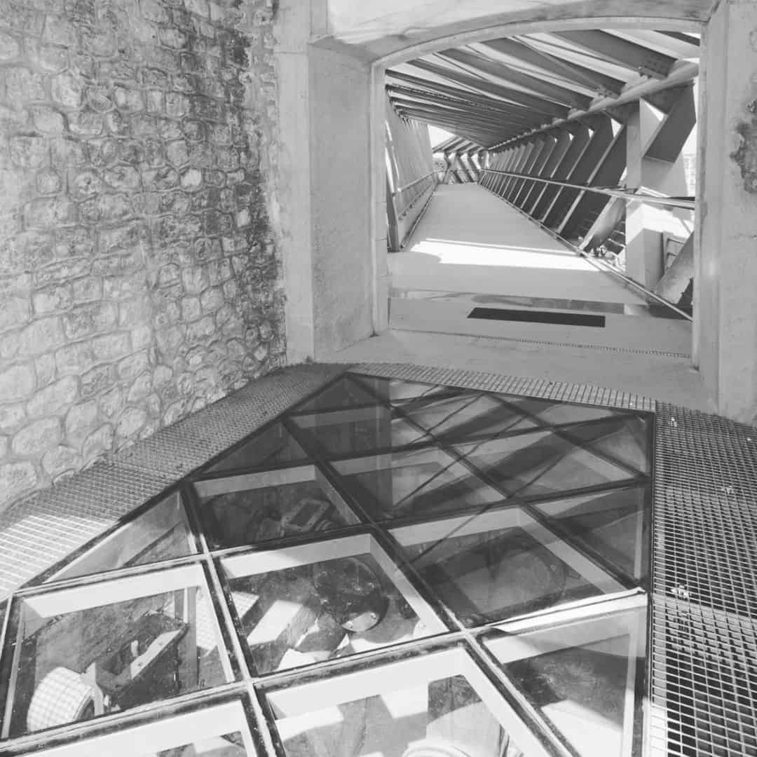 B+M Architecture - Plancher en verre sur les pompes