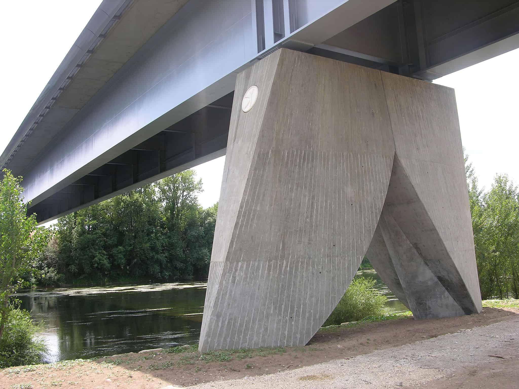 B+M Architecture - Bergerac-une pile parfois immergée, donc profilée