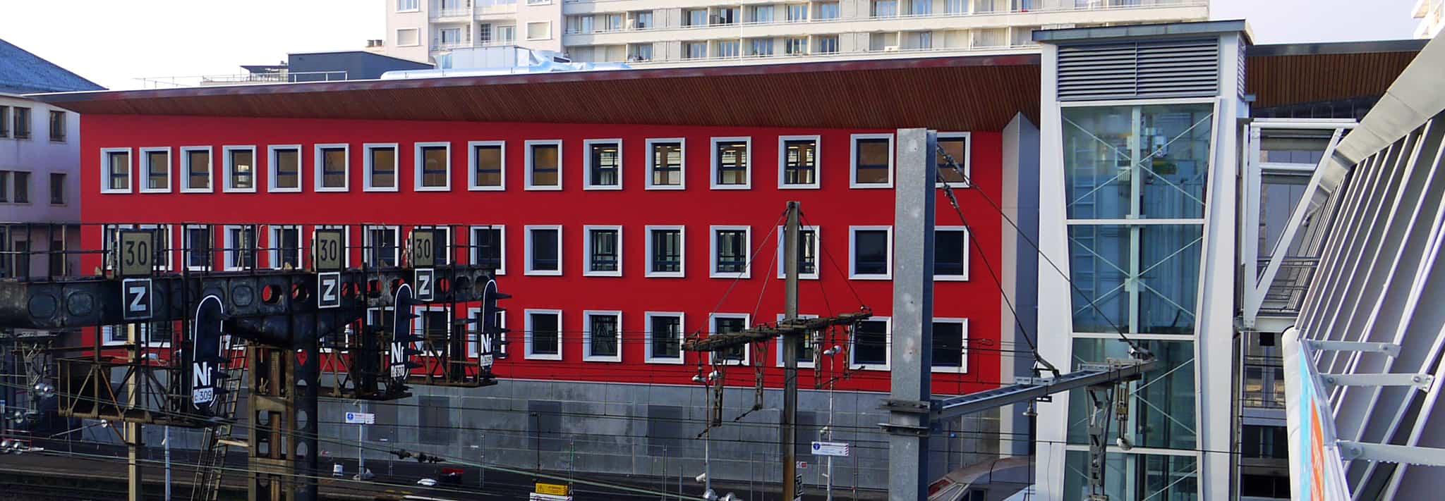 B+M Architecture - Façade des quais : les travées ralentissent...
