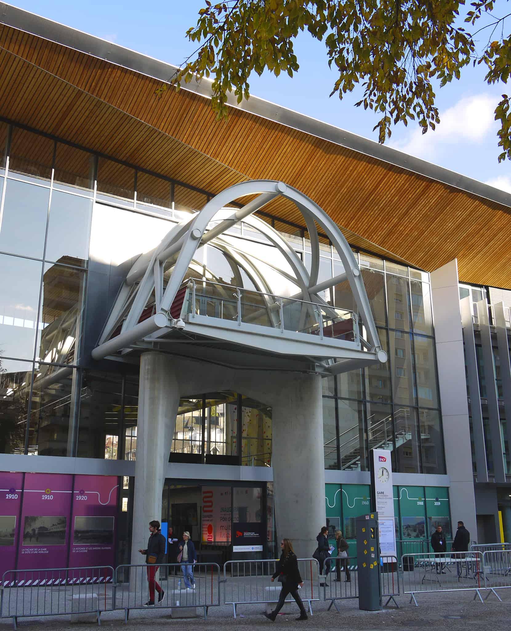 B+M Architecture - En balcon sur la place de la gare