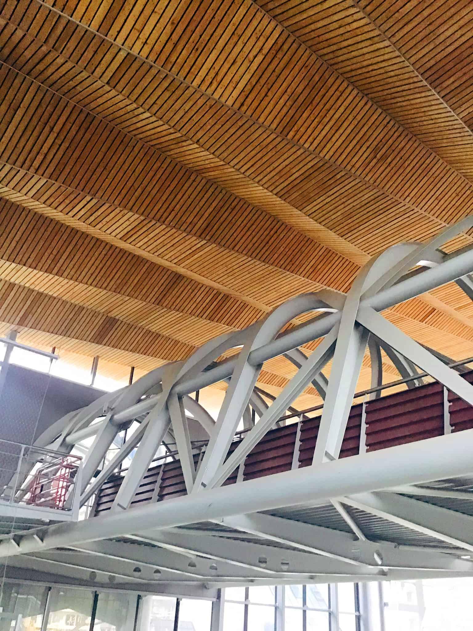 B+M Architecture - Passage dans la halle voyageurs