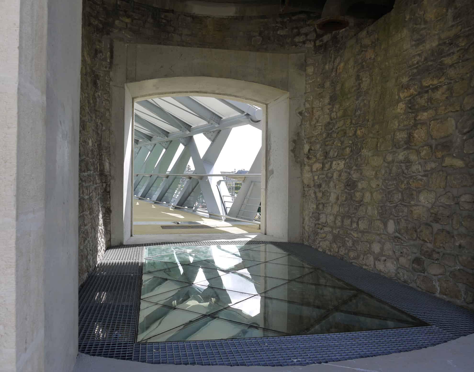 B+M Architecture - Vue intérieure vers la passerelle