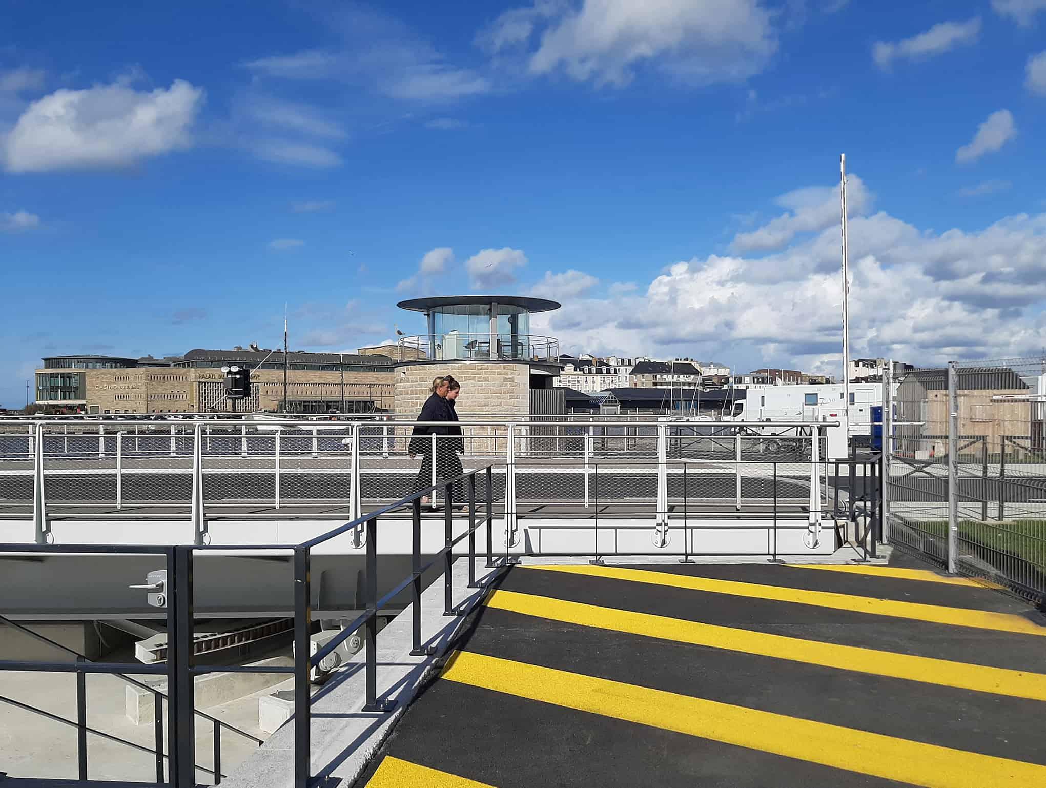 B+M Architecture - Le pont et son poste de commande